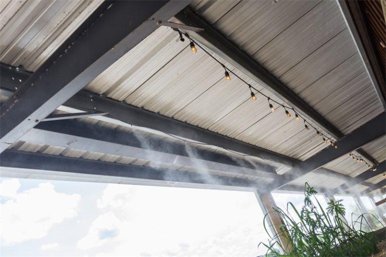 ¿Cuál es el principio de funcionamiento del equipo de pulverización de enfriamiento al aire libre?